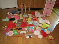2 VINTAGE BARBIE DOLLS, KEN AND LOTS OF CLOTHES, ACCESSORIES, PINK DOLL CASE. 440 mi