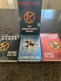 HUNGER GAMES TRILOGY SET- (3 books) Hunger Games, Mockingjay & Catching Fire by: Suzanne Collins  **EXCELLENT CONDITION** Calgary, T3H 3C7
