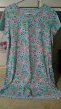 Secret treasures night gown size small Indianapolis, 46225