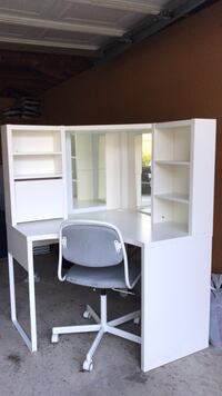 White wooden cabinet with hutch Dearborn Heights, 48127
