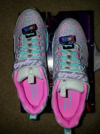 New in box Skechers Lightup girls shoes size 5.Light marks on backside Rockville