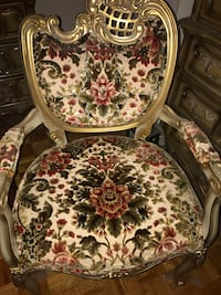 2 Beautiful wood antique chairs