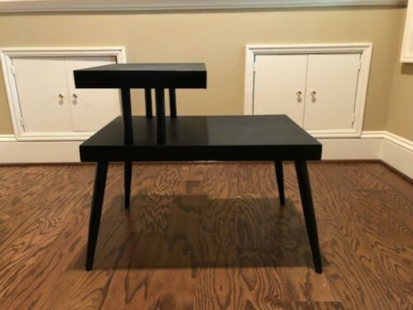Mid Century Modern End Table c7746b25-7348-4c2a-a221-0ad41254aabf