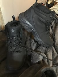Columbia mens size 7.5 boots