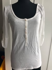 White 3/4 sleeve top Size M New Westminster, V3L 0J1