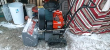 Snow blower forsale runsexcellent carberator totally rebuilt