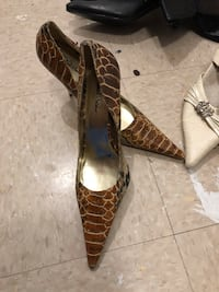pair of brown leather pointed-toe heeled shoes Longueuil, J4L 4C8
