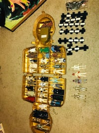 Star wars figures with electronic c3p0 case