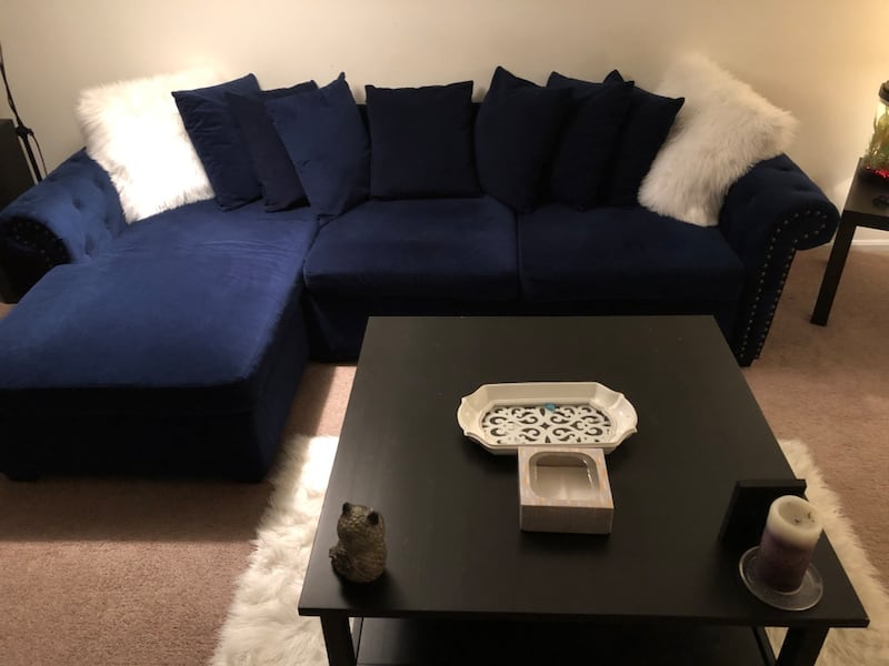 Couch and table dba683e0-c7c8-4508-bc46-3928483ea23f
