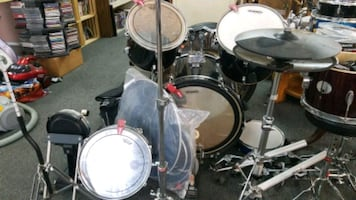 Drum set with lots of accessories