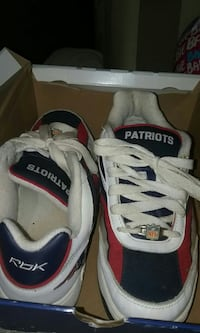 pair of patriots low top shoes