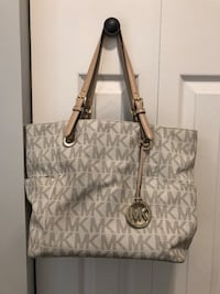 gray and white Michael Kors leather tote bag Lake in the Hills, 60156