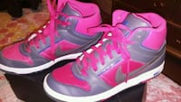 Womens nike pink and dark grey dunks North Las Vegas, 89081