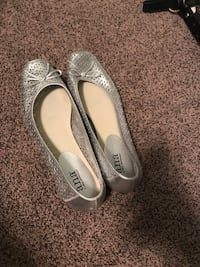 pair of gray leather flats Taylors, 29687