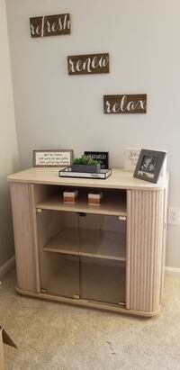 TV Stand in good condition Leesburg, 20176