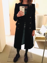 A ellegant black coat from Zara Oslo, 0262