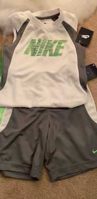 Nike 2 piece - Kids Size 5 (small)  Mississauga, L5V 0C1