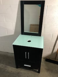 """24"""" vanity with matching mirror"""