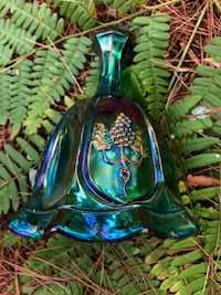 Fenton glass bell in very good condition Mount Joy, 17552