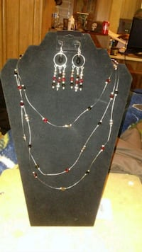 black and red beaded necklace Poulsbo, 98370
