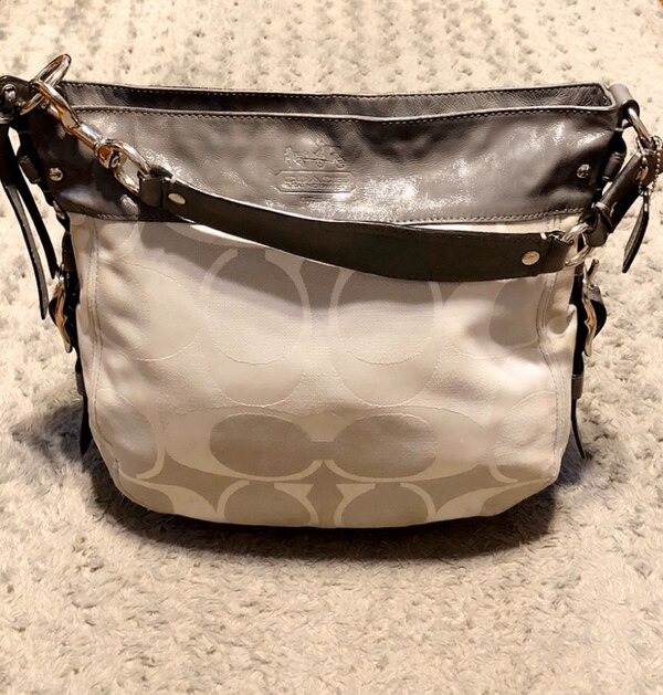 Coach Carryall Hobo tote paid $298 Like new! Pristine condition!  11120e5e-efe1-4d54-b044-12e62b0b2da6