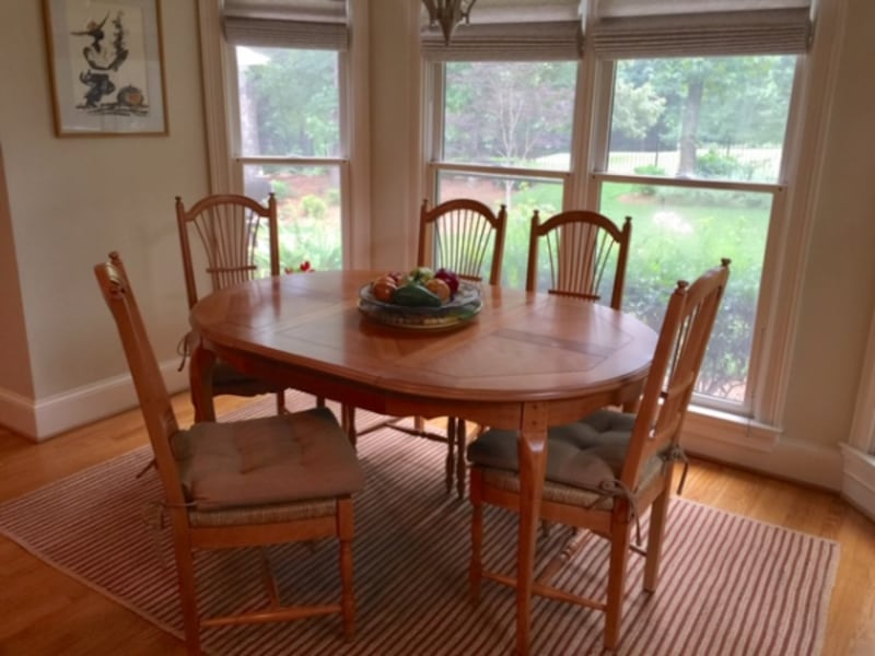Reduce price to this beautiful dinning set from Ethan Allen 2955044d-c6e4-4077-8bb3-931937f0bf43