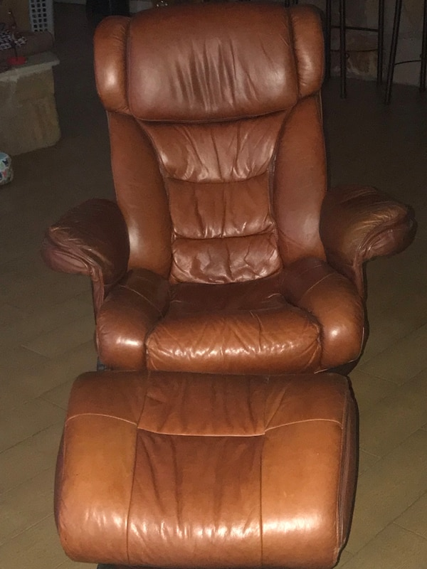 Lane Furniture Cuir Leather Recliner With Ottoman
