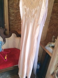 White sleeveless maxi dress Brantford, N3S 1P2