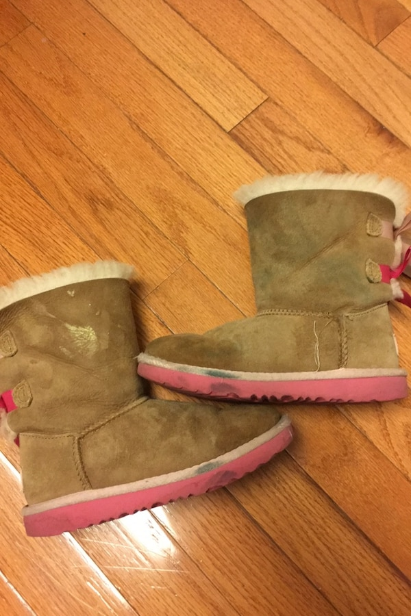Uggs boots little girl size 12  f0452882-8993-47f2-bff1-74f338ae6605