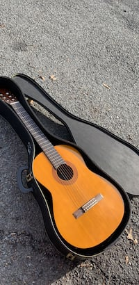 Yamaha c40 guitar with case. Annandale, 22003