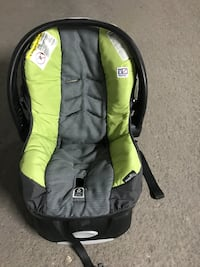 baby's black and green car seat carrier Toronto, M9P
