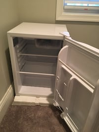 Mini fridge 24x18x17 Arlington, 22204