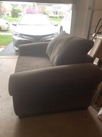 Loveseat couch Ashburn, 20148