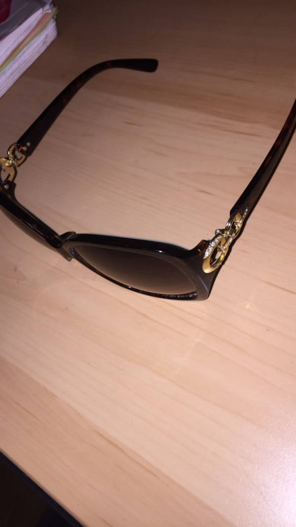 eeef1af26b Used Brown marble sunglasses for sale in Ottawa - letgo