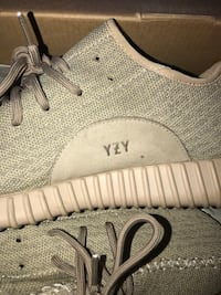 pair of gray Adidas Yeezy Boost 350 Brentwood, 94513