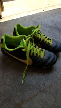 Soccer cleats (Youth size 2) Gaithersburg, 20882