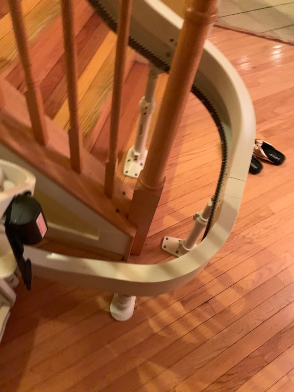Stairlift 494dde87-9990-44a2-bcee-99322159fa25
