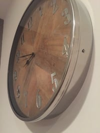 Round brown silver & wooden wall clock Chicago, 60707
