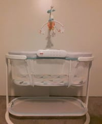 Fisher price soothing motion bassinet  Union City, 94587