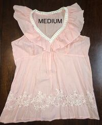 Beautiful light Pink Sleeveless Light Weight Women's Shirt Size: Medium Visalia, 93292