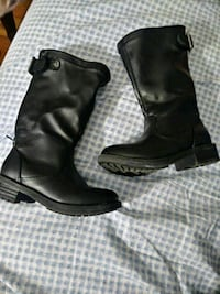 pair of black leather boots Charlotte, 28208