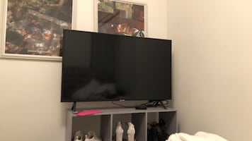 "45"" Samsung smart tv"