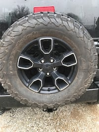 2017 Jeep Wrangler Wheels and tires Akron, 44312