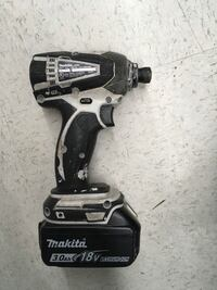 Makita LXDT04 cordless Impact driver with battery -used  Brentwood, 11717