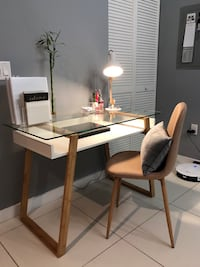 Designer Wood and Glass Desk with BONUS matching lamp! Miami, 33131
