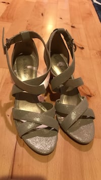 Pair of gold glitter kelly & katie ankle strap sandals San Francisco, 94103