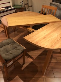 Dining table with 4 chairs, table can be extended for 6 seatings. Mississauga, L5N 1Z9