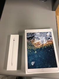 """iPad Pro 256 GB 10.5"""" Space Gray with Apple Pencil included. Interest free financing available   Lafayette, 70503"""