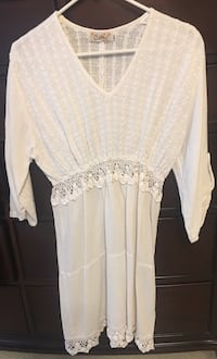 White summer dress with 3/4 shelves and lace