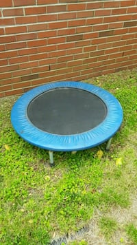 round blue and black trampoline Virginia Beach, 23464
